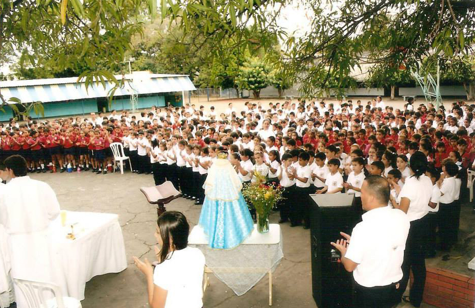 Misa en honor a nuestra patrona Virgen La Milagrosa